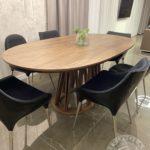 Drewniany solidny stół firmy Vitroglass