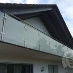Szklana balustrada balkonowa wykonana przez firme Vitroglass