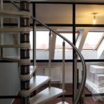 wystrój wnętrz do domu z użyciem białego drewna i szkła