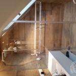 łazienka z użyciem drewna i szkła firmy vitroglass