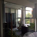 szklane drzwi z nowoczesnym motywem do biurowców firmy Vitroglass