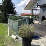 balustrada szklana do tarasu z metalowymi częściami
