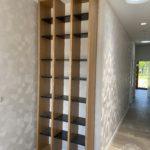 zdjecie do portfolio drewnianej szafy ze szklanymi elementami vitroglass